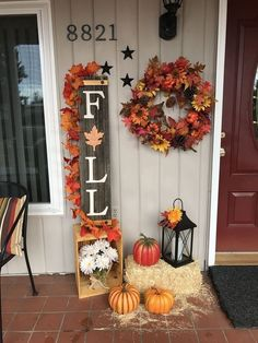 These cute fall porch ideas are guaranteed to look stunning! From memorable door. These cute fall porch ideas are guaranteed to look stunning! From memorable doormats to beautiful staircase decor ideas there& something for everyone! Fall Home Decor, Autumn Home, Front Porch Fall Decor, Fall Decor Outdoor, Fall Front Porches, Fromt Porch Ideas, Fall Yard Decor, Porch Ideas For Fall, Front Porch Decorating For Fall