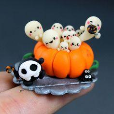 Here it is my #halloween tribute 🎃👻 #miniature #glowinthedark #fimo #kawaii #polymerclay #isa_handmade #handcraft