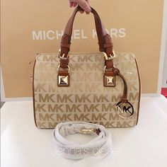 Michael Kors Grayson Satchel Medium Brand New with tag Michael Kors Grayson Satchel AUTHENTIC GUARANTEED  Original $298 Now only $195 Only $175 on Ⓜ️erc and Viinted Size: Medium Gold hard ware  Comes with adjustable/removable cross-body strap Michael Kors Bags Satchels