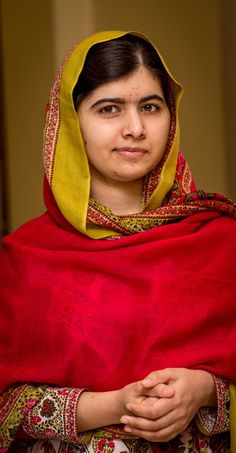 Malala Yousafzai Photos - Malala Yousafzai prepares to unveil her official portrait by artist Nasser Azam at Barbar Institute Of Fine Art on November 2015 in Birmingham, England. - Malala Yousafzai Unveils Her Official Portrait by Nasser Azam Malala Yousafzai, Badass Women, Girl Power, Power Tv, Powerful Women, Women Empowerment, Strong Women, Role Models, Amazing Women