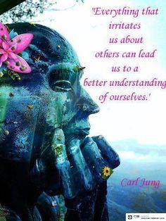 Observeer zonder oordeel eens waar je  je aan irriteert bij een ander, want dat leert je uiteindelijk om jezelf beter te begrijpen.
