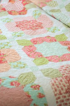 Love this #quilt! Flower Girl by @Camille Roskelley of Simplify