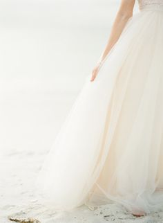 Tips for beating the heat at a summer wedding! http://www.stylemepretty.com/2014/06/18/tips-for-beating-the-heat-at-a-summer-wedding/ | Photography: http://ktmerry.com/