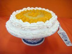 Torta de mandarina (29 setiembre 2014) 2 cajas premezcla queque de vainilla Sweetwell (230 grs c/u) 2 cucharaditas polvo hornear 4 huevos 1/2 taza jugo mandarina 1/2 taza aceite 1 cucharada ralladura mandarina Poner todos los ingredientes juntos en tazón de la batidora. Batir a baja velocidad a incorporar. Subir velocidad y batir por 5…