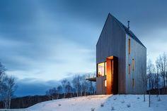 Conocido como la Cabina Rabbit Snare Gorg, esta casa, en Cape Breton, es una especie de torre de observación que hace que sus habitantes entren en contacto con todas las facetas del espectacular paisaje de la isla canadiense. Aunque las aguas del...