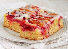 crumbly-yeast cake with plums. Delicious shortbread-yeast cake with plums and icing (in Polish) Brownie Pan, Homemade Butter, Warm Food, Cold Meals, Slow Food, Dessert Recipes, Desserts, Shortbread, Baking Pans