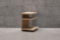T 303 shelf side table for bedroom or living room in white oak/ T303 table d'appoint ou de nuit avec 3 tablettes en chêne blanc
