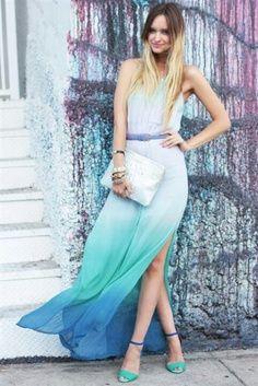 Vestido blanco, largo, en degrade azul