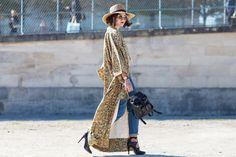 Street Snap, Kimono Fashion, Kimono Top, Bohemian, Street Style, Denim, Womens Fashion, Pattern, How To Wear