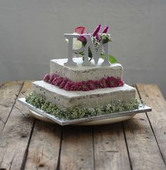 Dona Biscoito: Um bolo de casamento... e consegui!
