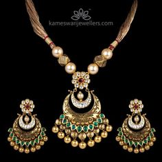 Exclusive Kundan Pendant With Gold Color Thread Kundan Jewellery Set, Gold Jewellery Design, Gold Jewelry, Antique Jewellery, Pearl Jewelry, Antique Necklace, Gold Necklace, Pendant Necklace, Necklace Set