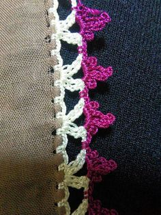 HUZUR SOKAĞI (Yaşamaya Değer Hobiler) Saree Tassels, Saree Border, Embroidery On Clothes, Crochet Borders, Hand Embroidery Designs, Crochet Designs, Crochet Baby, Diy And Crafts, Crochet Edgings
