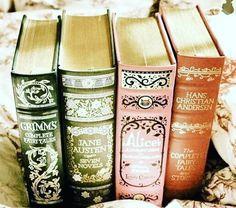 الكتب هي الوحيدة التي ستجعلك تعدلين عن عدم إيمانك بالرجال  لكثرة الأبطال في طيات سطورها ..