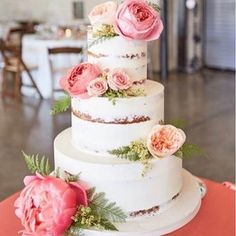 Here's another beautiful semi-naked wedding cakes that was featured on our blog! Link in profile! Photo and cake from @sugarsugar_cakes, flowers via @greenaplesflowers . . . #bohowedding #wedding #weddingcake #weddingideas #cake #seminakedcake #flowers #whitecake #love #weddinginspo #weddinginspiration #threetier #instacake #instawedding #bohemianwedding #weddingblog #follow #thebohemianwedding #