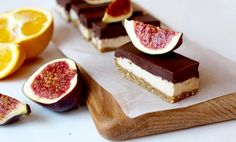 En raw cheesecake med smak av fikon, apelsin och choklad som är både nyttig och väldigt god!