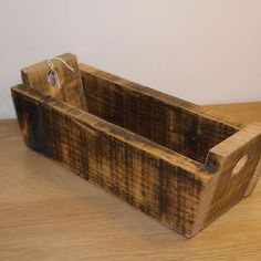 Wooden-handmade-storage-trug-recycled-pallet-wood