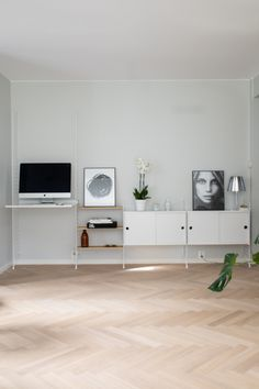Gulv: Parkett Fiskeben Eik Oxford Hvitoljet. Foto: Per Olav Sølvberg Most Beautiful Pictures, Told You So, Bedroom, Interior, House, Inspiration, Number, Paint, Home Decor