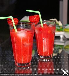 Smoothies Recipes Strawberry - Caipirinha (recipe with picture) by Schlemmermaier Cocktail Shots, Cocktail Recipes, Ginger Ale, Smoothie Drinks, Smoothie Recipes, Drink Recipes, Fun Drinks, Alcoholic Drinks, Party Drinks