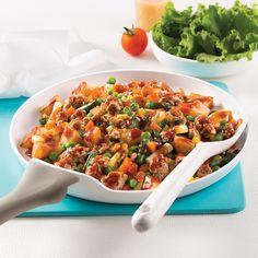Poêlée de porc et pommes de terre - 5 ingredients 15 minutes Pasta Salad, Salsa, Pork, Yummy Food, Ethnic Recipes, Casseroles, Meal, Instagram, Meal Prep