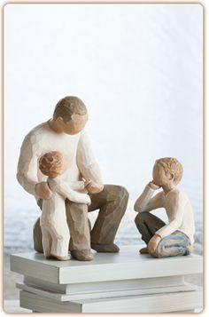 Gifts for Grandparents from Willow Tree. Official site of Willow Tree by Susan Lordi. Willow Tree Grandmother, Willow Tree Friendship, Wood Sculpture, Garden Sculpture, Willow Tree Family, Willow Tree Figures, Cat Light, How To Pose, Sculpting
