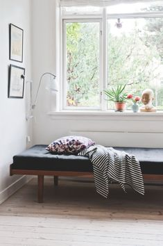 daybed + throw