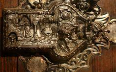 Beautifully Intricate Locks                               An incredible design by celebrated craftsman Frank Koralewsky.