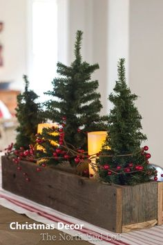 Inspiration for your fixer upper or farmhouse style Christmas home decor. Everything a farmhouse lover needs. The post Farmhouse Christmas Decor appeared first on Children's Room. Noel Christmas, Winter Christmas, Vintage Christmas, Christmas Projects, Outdoor Christmas, Christmas Lights, Christmas Movies, Christmas Music, Elegant Christmas