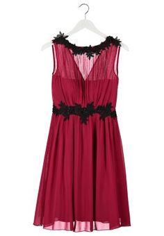 Beerenfarbenes Chiffonkleid mit schwarzer Spitze. Little Mistress Cocktailkleid / festliches Kleid - berry für 84,95 € (09.11.14) versandkostenfrei bei Zalando bestellen.