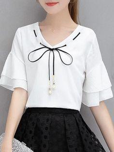 Kurta Neck Design for Kurti neck designs. New Kurti Designs, New Blouse Designs, Girls Fashion Clothes, Fashion Dresses, Clothes For Women, Ladies Fashion Tops, Cute Fashion, Girl Fashion, Fashion Design