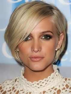short bob with side swept bangs. Wonder if this will LOL good in another hair color, dark blonde?
