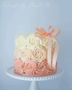 Beautiful peach cake from Blissfully Sweet Joelle Labastide here is a cake! even though we already celebrated here is an image of a birthday cake! Smash Cake Girl, Baby Girl Cakes, Cake Baby, Girls First Birthday Cake, Cake Birthday, Birthday Ideas, Princess First Birthday, Birthday Photos, Fete Emma