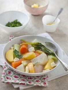 Pot-au-feu végétarien au gruyère --- gruyère, poivre, pomme de terre, poireau, bouquet garni, oignon, navet, sel, carotte, céleri