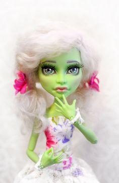 OOAK - Monster High - Witch (CAM) - Repaint by kroll4ik on Etsy https://www.etsy.com/listing/229759715/ooak-monster-high-witch-cam-repaint