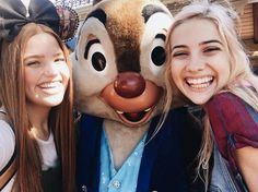 Chip and Dale were SOOO CUTE today omg!! // Don't forget to check out @enchantingeve for my Disney pics by evetaylorr