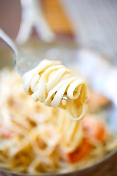 Crispy shrimp pasta - the best shrimp pasta ever with rich creamy sauce and cajun-seasoned crispy fried shrimp. So easy to make and takes only 30 mins | rasamalaysia.com