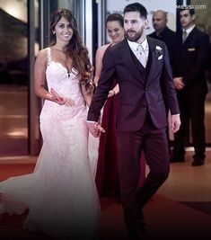 This Day is one of the most Important Day of Leo Messi and Antonella Roccuzzo's Life. Messi And His Wife, Antonella Roccuzzo, Lionel Messi Wallpapers, Football Gif, Happy Anniversary, Fc Barcelona, Neymar, Ronaldo, Leo