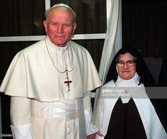 - Photo prise le 13 mai 1991 de Soeur Lucie avec le Pape Jean-Paul II a Fatima…