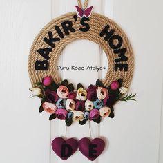 """25 Beğenme, 1 Yorum - Instagram'da keçe tasarım & kapı süsü (@duru_kece_atolyesi): """"Nilcan Hanımın Siparişi hazır.Güzel günlerde kullanılsınSipariş ve bilgi için DM den yada…"""" Rope Crafts, Decor Crafts, Diy And Crafts, Home Decor, Vine Wreath, Wreaths, Pencil Boxes, Name Banners, 25th Birthday"""