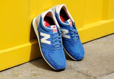 NEW BALANCE 420 TRAINERS IN BLUE