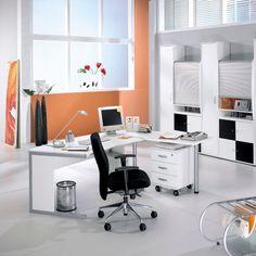 """Schreibtisch aus dem Programm """"Black and White"""" - hier als Eckkombination. Erhältlich unter: http://www.bueromoebel-experte.de/schreibtisch/farbe/weiss/"""