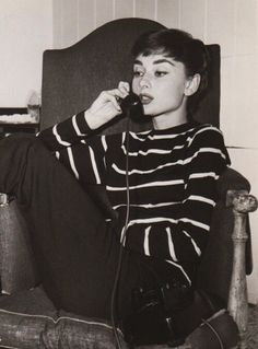 Audrey Hepburn is the ultimate style icon Audrey Hepburn Outfit, Audrey Hepburn Mode, Audrey Hepburn Fashion, Audrey Hepburn Bangs, Aubrey Hepburn, Audrey Hepburn Eyebrows, Audrey Hepburn Hairstyles, Audrey Hepburn Inspired, Audrey Hepburn Photos