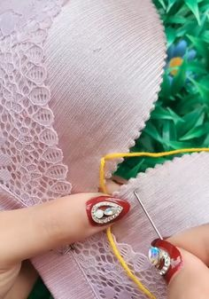 Trucos y tips de Costura facil con sostenes brasier o corpiño #mimundodemoda #trucosdecostura #coserfacil #cursodecostura #sewinghacks #sew Useful Life Hacks, Sewing Crafts, Bracelet Watch, Crochet Earrings, Embroidery, Sport, Crafting, Fashion, Sewing Techniques
