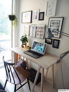työpiste,työpöytä,taulukollaasi,tietokonepöytä
