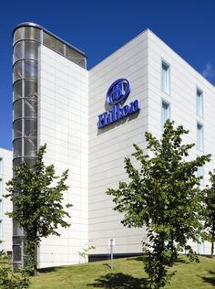 Hilton London Gatwick Airport is adjacent to the South Terminal and just 10 minutes from the North Terminal by free monorail, with access to the M23 and M25 motorways. Located just 30 minutes from central London by Gatwick Express, the hotel is a short train ride away from the city's shopping, dining and entertainment scene. Visit nearby Brighton for the day or catch a ride on the Blue Bell railway to enjoy the English countryside.