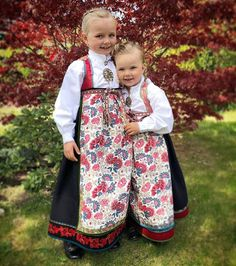 Bringeklutbunaden er både vakker og praktisk for ungane 😊 Her er det veldig lett å legge ned stakk og sy ut livet ved behov, og så er det… Girl Pictures, Norway, Toddler Girl, Scandinavian, Vest, Embroidery, Celebrities, Clothes, Beautiful