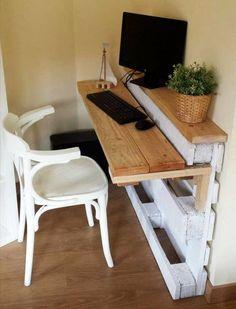 DIY Wood Pallet Desk Pallet Home Decor, Diy Pallet Sofa, Diy Pallet Furniture, Diy Pallet Projects, Pallet Desk, Pallet Storage, Storage Ideas, Wood Projects, Coffee Table Design