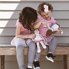 Love this Ballerina celebration. Sisters.  La felicità è vedere le mie bambine giocare insieme  La felicità è incontrare un amico che non vedevi da tempo  La felicità è cucinare qualcosa di buono e cenare tutti e quattro insieme  Insomma potrei andare avanti così allinfinito... E per voi cosè la felicità??!  ( # @giorgia_balestri )  #pebblespotted #ballerina #pebblechild