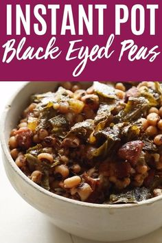 {No Soak} Instant Pot Black Eyed Peas cook up quickly with the help of your pressure cooker. Serve this traditional side dish on New Year's for good luck! Black Eyed Peas Recipe Pressure Cooker, Best Pressure Cooker, Instant Pot Pressure Cooker, Pressure Cooker Recipes, Slow Cooker, Black Eyed Peas Recipe New Years, Peas Recipe Indian, Cooking Black Eyed Peas, Homemade Cornbread