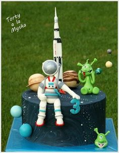 outer space cake with alien and astronaut