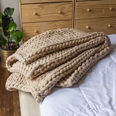 Your Lifestyle by Donna Sharp Chunky Knit Throw - Overstock - 21529411 Shabby Chic Material, Most Comfortable Sheets, Fall Living Room, Knitted Blankets, Throw Blankets, Chunky Knit Throw Blanket, Chenille Blanket, Crochet Throws, Crochet Afghans